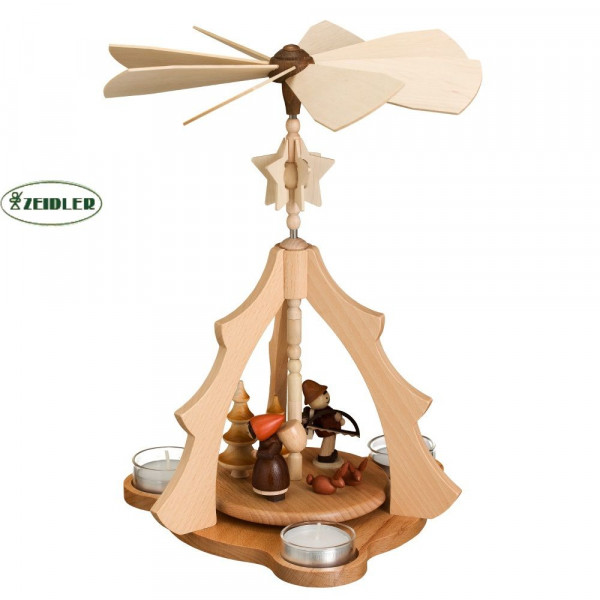 Tannenpyramide mit Waldfiguren für 3 Teelichter