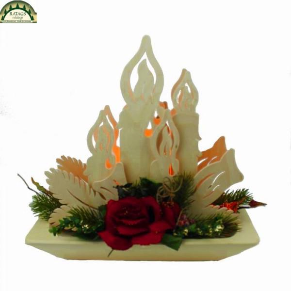 Raumleuchte, Kerzen mit floristischer Dekoration