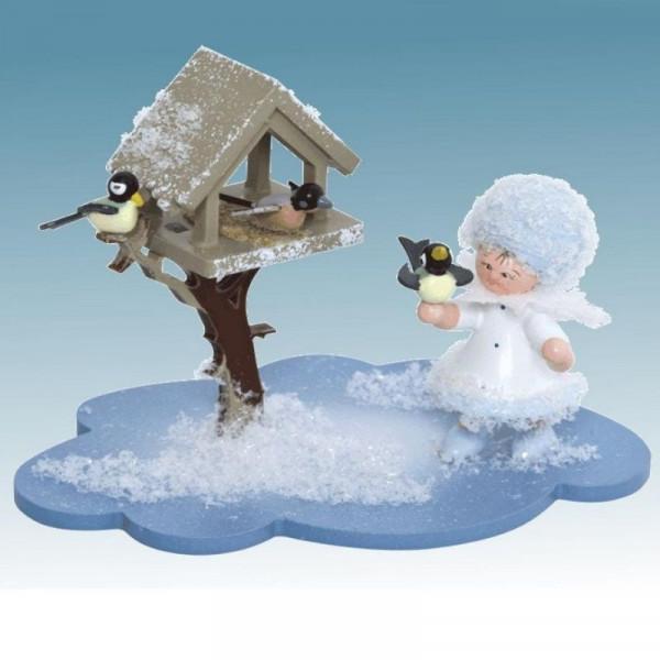 Schneeflöckchen mit Futterhaus, Artikel 43336 Sammelfigur, Maße ca. 100 x 70 x 60 mm
